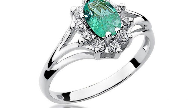złoty pierścionek ze szmaragdem